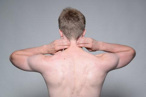 Nackenschmerzen und Verspannungen im Nacken lösen.