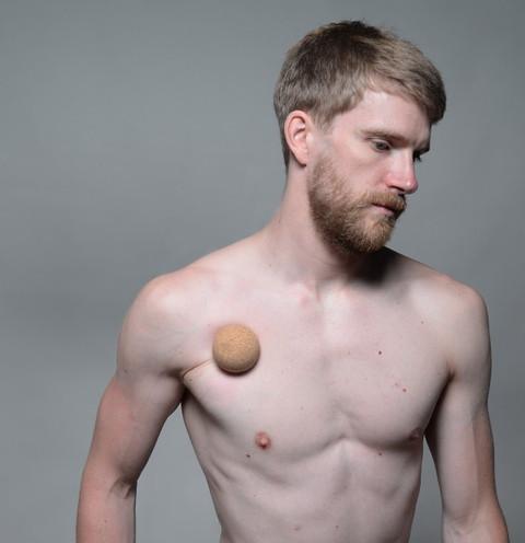 knubbel brust mann