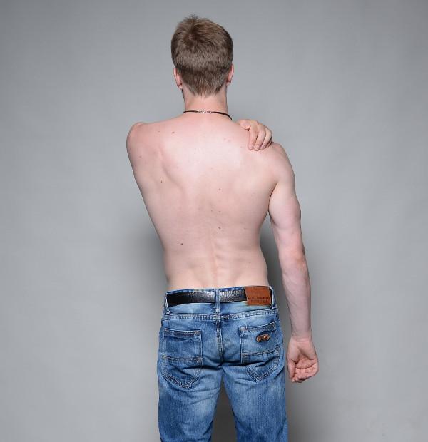 Schulterschmerzen vorne - selbst behandeln